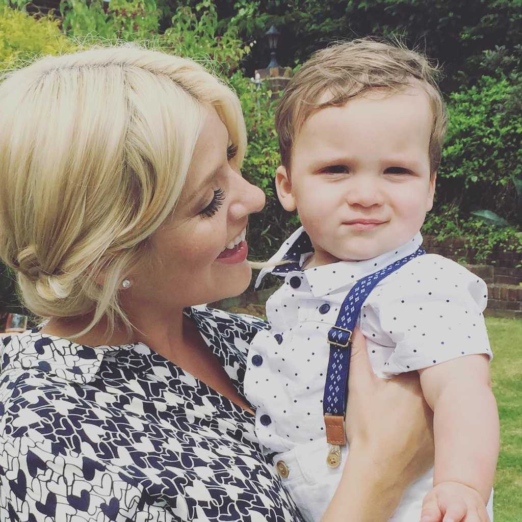 Holly Willoughby Shares A Super Cute Photo Of Her Family