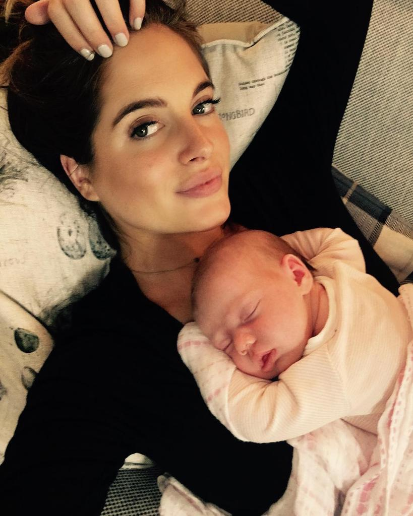 Celebrities give birth abroad 24