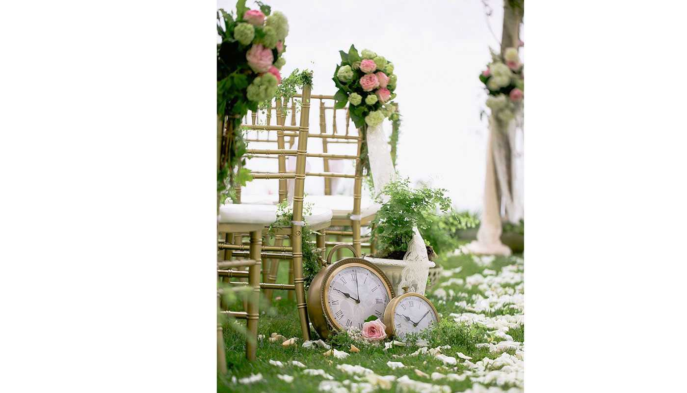 Wonderland wedding inspiration: 22 beautiful Alice In Wonderland ...