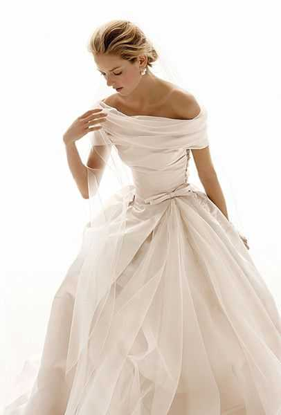 Winter wedding dresses 17 beautiful bridal gowns for your winter find out more on le suppose di gio now junglespirit Gallery