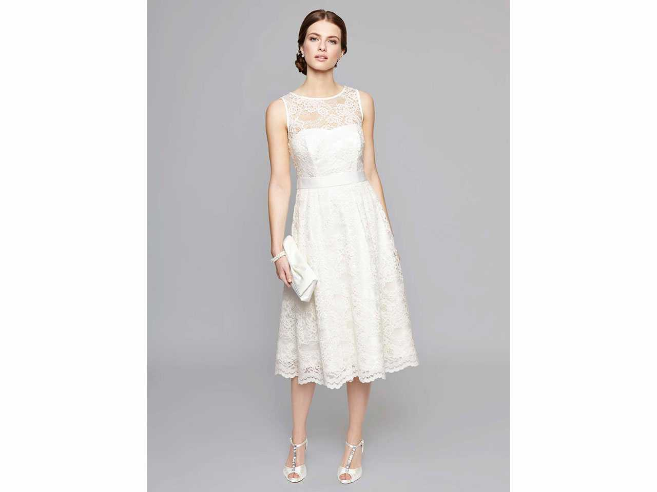 Wedding dresses for curvy brides: Shopping tips, advice, and brands ...