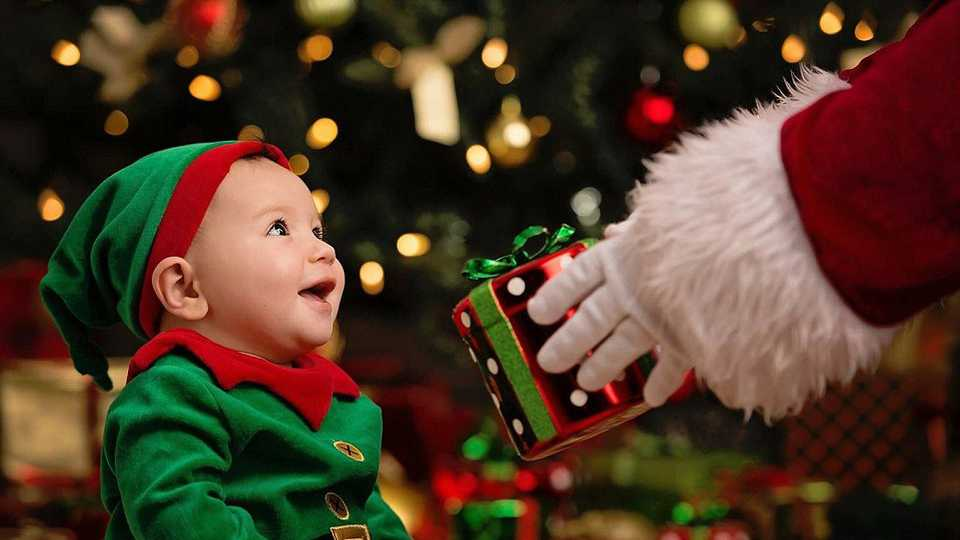 These pictures of a baby meeting Father Christmas for the first time ...