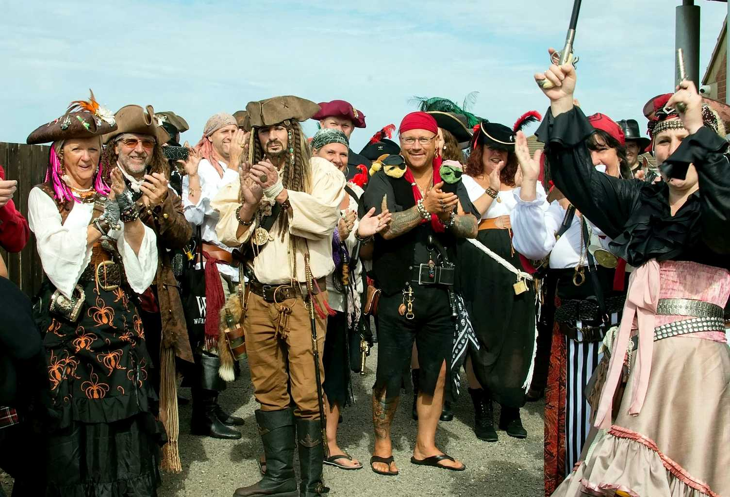 This couple had a PIRATES OF THE CARIBBEAN wedding and it was epic ...