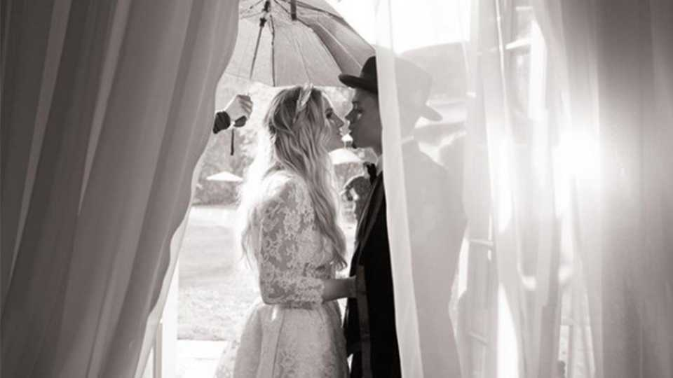 Ashlee Simpson and Evan Ross share first photos from wedding day ...