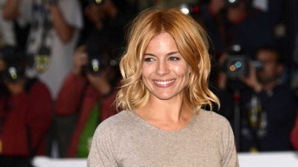 get the look sienna miller s strawberry blonde tresses closer