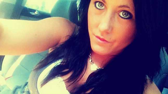 Teen Mom Star Jenelle Evans Under Fire For Smoking Cigarettes While Breastfeeding