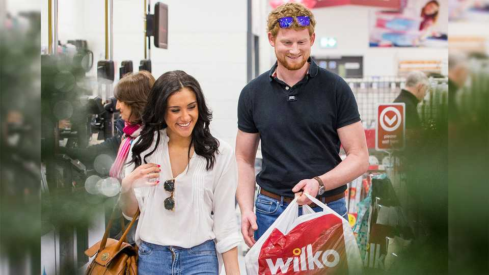 omg prince harry and meghan markle have been christmas shopping in