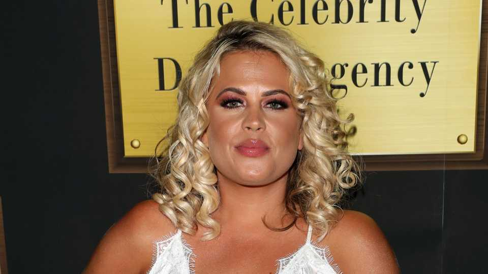 Apr 2018. CELEBS Go Datings Nadia Essex has been pictured comforting Eden Blackmans ex Chanelle Sadie Paul who was left devastated when he.
