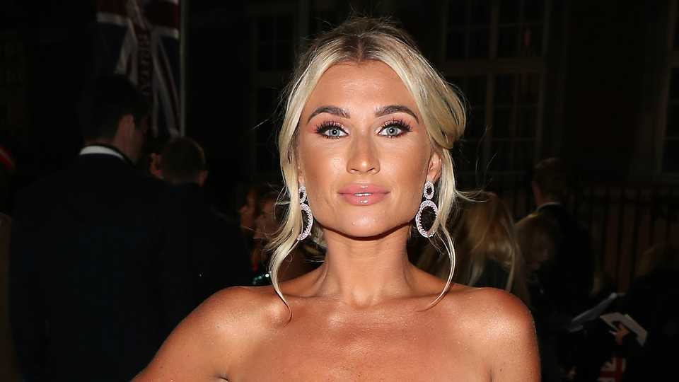 Billie Faiers wows fans as she TRANSFORMS into Kim K 😍  93ace7ffe